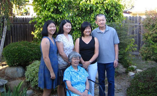 PanCAN volunteer with his sisters and mother, who passed away from pancreatic cancer