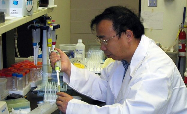 Pancreatic cancer researcher received prestigious PanCAN research grant and gives back